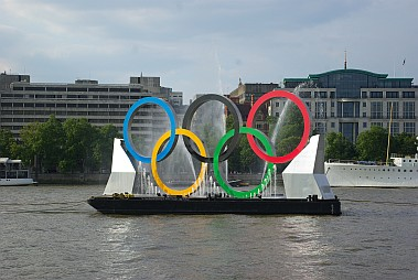 Olympisches Logo in London.